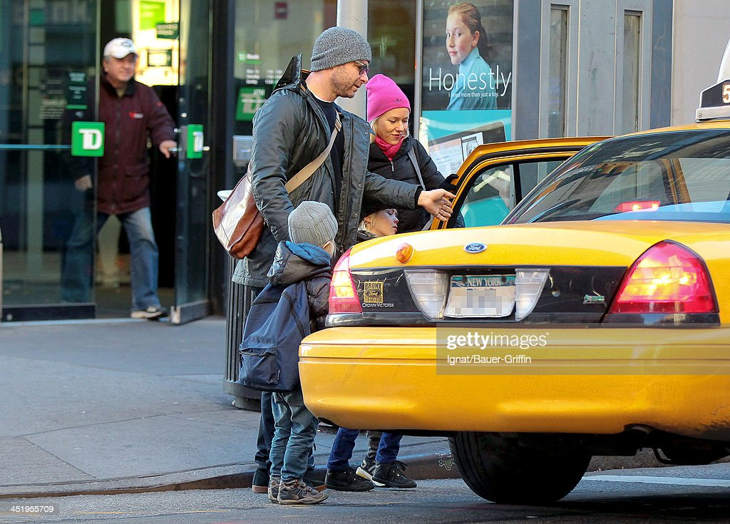 Naomi Watts and Liev Schreiber hail a taxi with their sons, Sasha Schreiber and Sammy Schreiber on November 25, 2013 in New York City.