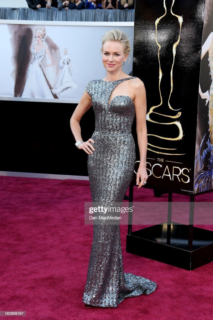 Naomi Watts arrives at the 85th Annual Academy Awards at Hollywood & Highland Center on February 24, 2013 in Hollywood, California.