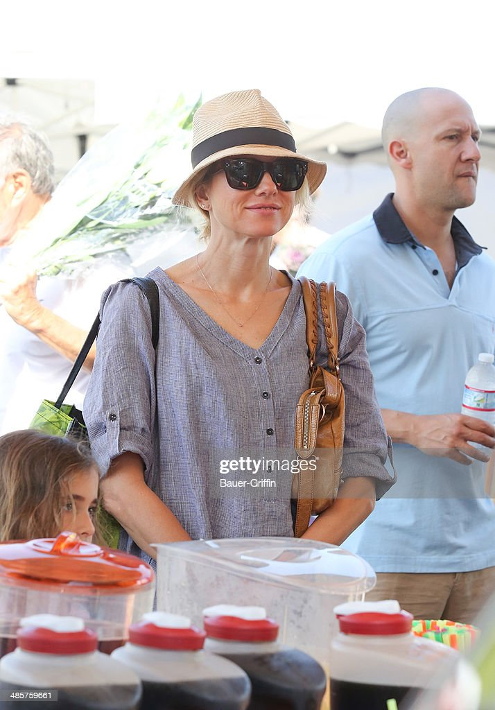 <a gi-track='captionPersonalityLinkClicked' href=/galleries/search?phrase=Naomi+Watts&family=editorial&specificpeople=171723 ng-click='$event.stopPropagation()'>Naomi Watts</a> is seen on April 20, 2014 in Los Angeles, California.