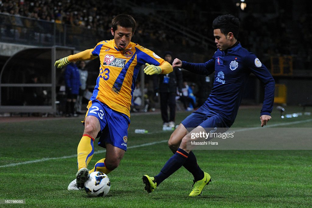 Naoya Tamura #23 of Vegalta Sendai (L) and Theerathon #2 of Buriram United compete for the ball during the AFC Champions League Group E match between Vegalta Sendai and Buriram United at Sendai Stadium on February 26, 2013 in Sendai, Japan.