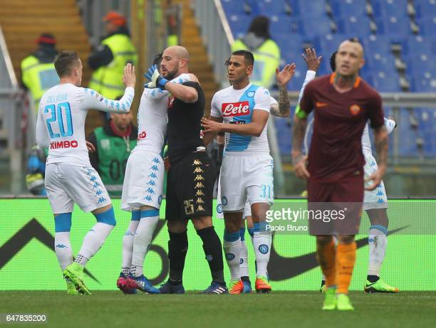 Napoli goalkeeper Pepe Reina with his teammates celebrates the victory after the Serie A match between AS Roma and SSC Napoli at Stadio Olimpico on...