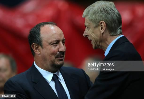Napoli manager Rafael Benitez greets Arsenal manager Arsene Wenger before kick off