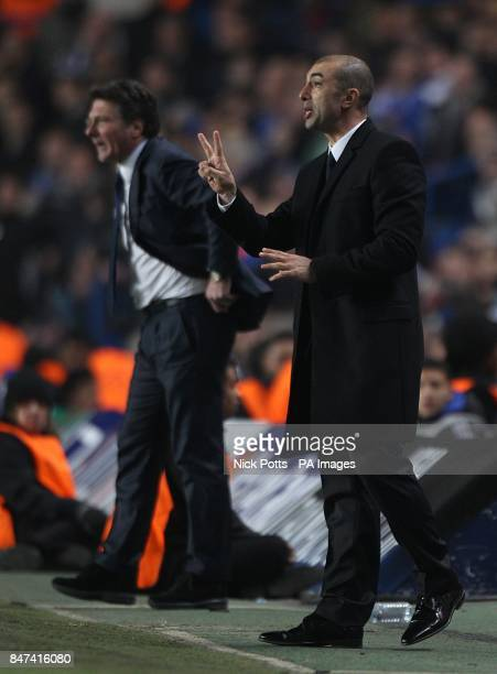 Napoli manager Walter Mazzarri and Chelsea manager Roberto Di Matteo on the touchline
