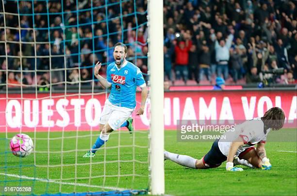 Napoli's ArgentinianFrench forward Gonzalo Higuain celebrates after scoring against Genoa's Italian goalkeeper Mattia Perin during the Italian Serie...