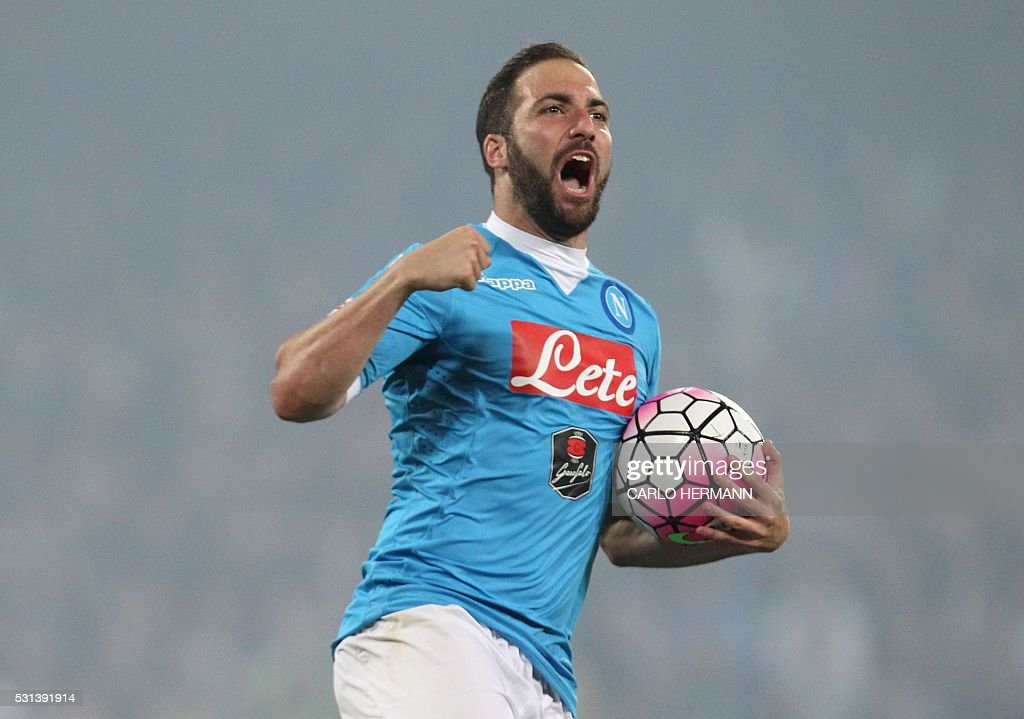 TOPSHOT - Napoli's Argentinian-French forward Gonzalo Higuain celebrates after scoring his third goal during the Italian Serie A football match SSC Napoli vs Frosinone Calcio on May 14 2016 at the San Paolo stadium in Naples. Napoli won the match 4-0. / AFP / CARLO