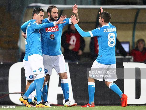 Napoli's ArgentinianFrench forward Gonzalo Higuain celebrates with teammates after scoring during the Italian Serie A football match between SSC...