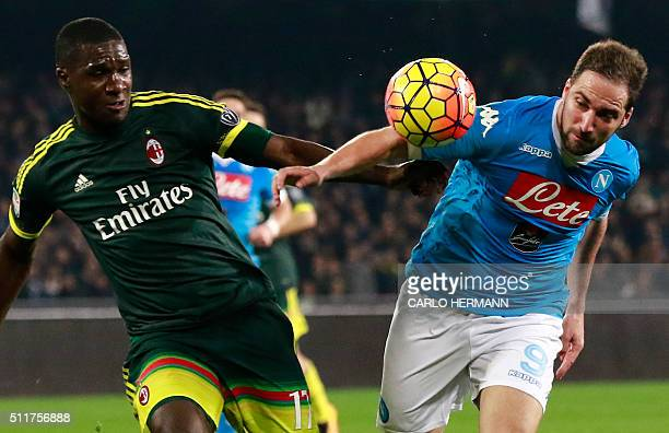 Napoli's ArgentinianFrench forward Gonzalo Higuain fights for the ball with AC Milan's Colombian defender Cristian Zapata during the Italian Serie A...