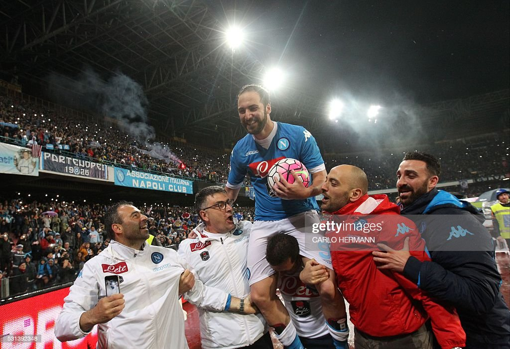 Napoli's Argentinian-French forward Gonzalo Higuain (top) is carried by team mates at the end of the Italian Serie A football match SSC Napoli vs Frosinone Calcio on May 14 2016 at the San Paolo stadium in Naples. Napoli won the match 4-0. / AFP / CARLO