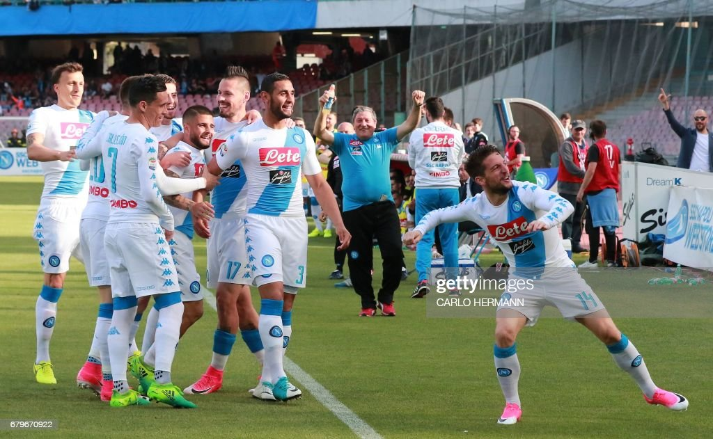 Napoli's Belgian forward Dries Mertens celebrates after scoring with teammates during the Italian Serie A football match SSC Napoli vs Cagliari Calcio on May 6, 2017 at the San Paolo Stadium in Naples. /