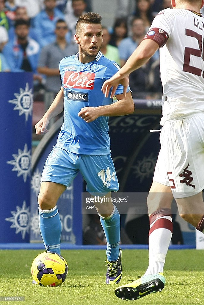 Napoli's Belgian forward Dries Mertens controls the ball during the Italian Serie A football match SSC Napoli vs Torino FC in San Paolo Stadium on October 27, 2013. HERMANN
