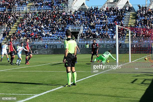 Napoli's Belgian forward Dries Mertens scores a goal during the Italian Serie A football match between Cagliari and Napoli at the Sant'Elia Stadium...