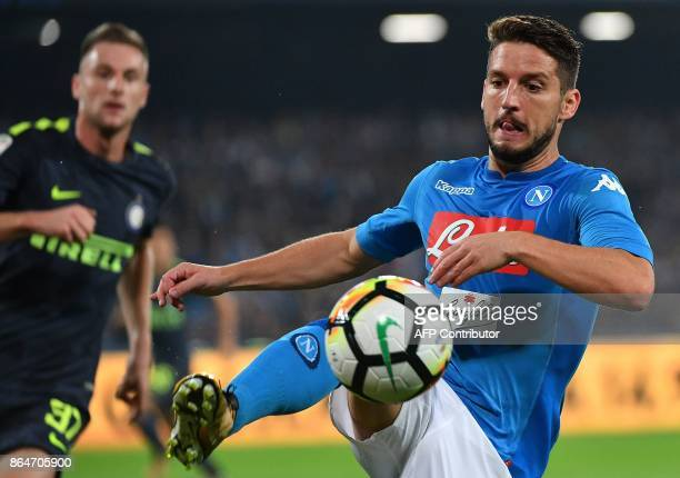 Napoli's Belgian striker Dries Mertens controls the ball during the Italian Serie A football match Napoli vs Inter Milan on October 21 2017 at San...