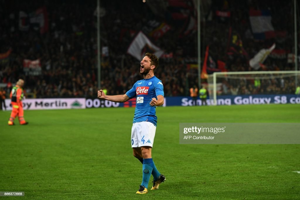 Napoli's forward from Belgium Dries Mertens celebrates at the end of the Italian Serie A football match Genoa vs Napoli on October 25, 2017 at the Ferraris stadium in Genova. / AFP PHOTO / Vincenzo PINTO