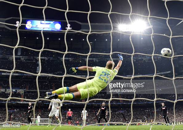 TOPSHOT Napoli's goalkeeper from Spain Pepe Reina dives for the ball as Real Madrid's Brazilian midfielder Casemiro scores a goal during the UEFA...