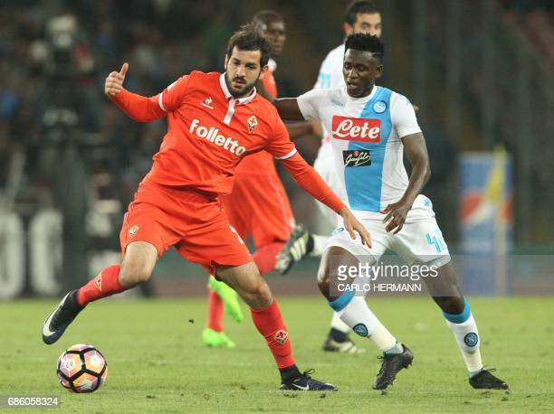 Napoli's Guinean midfielder Amadou Diawara fights for the ball with Fiorentina's forward Riccardo Saponara during the Italian Serie A football match...