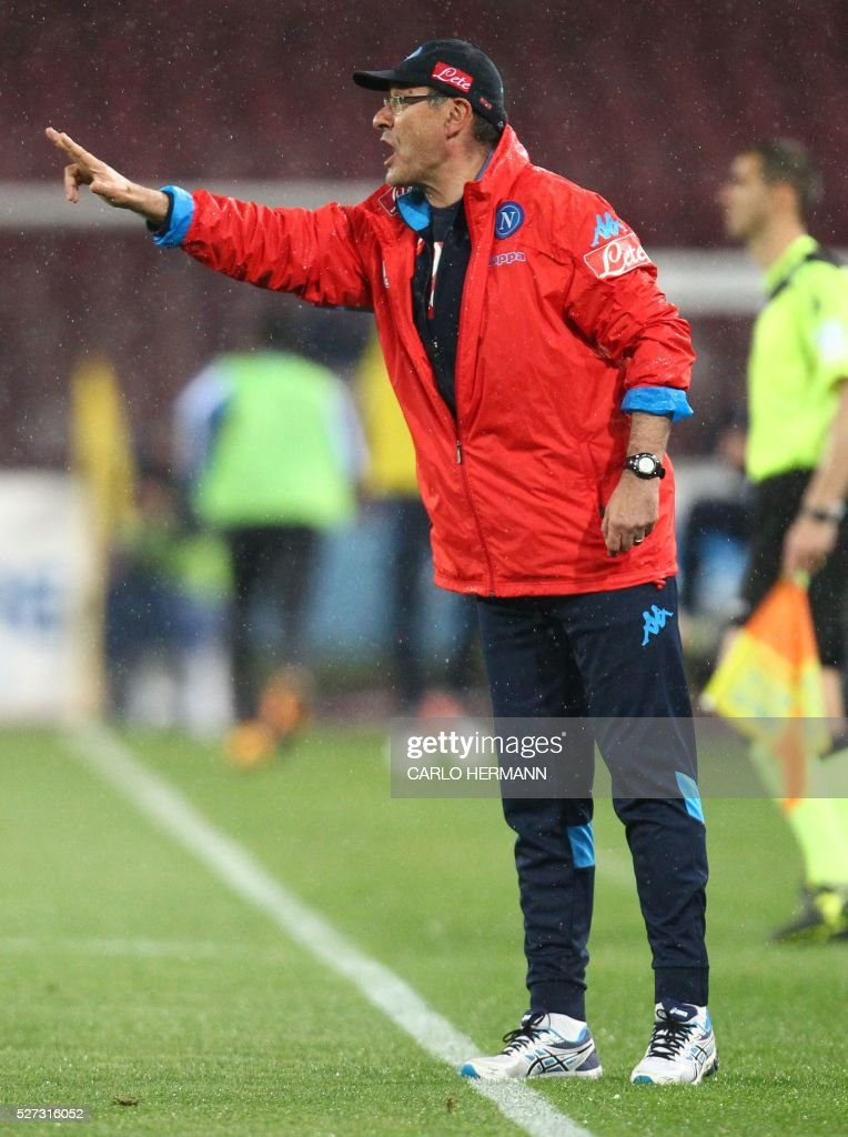 Napoli's Italian coach Maurizio Sarri during the Italian Serie A football match between SSC Napoli and Atalanta BC at San Paolo stadium in Naples on May 2, 2016. / AFP / CARLO