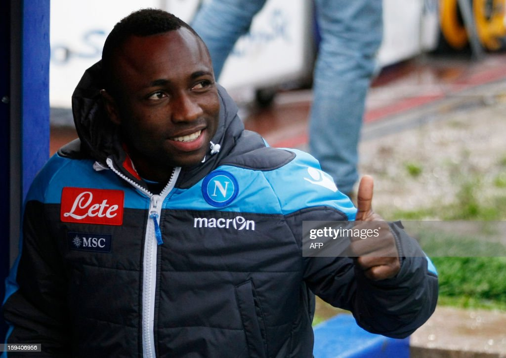 Napoli's new Colombian midfielder Pablo Armero poses on January 13, 2013 before a Serie A football match against Palermo at the San Paolo stadium in Naples. HERMANN