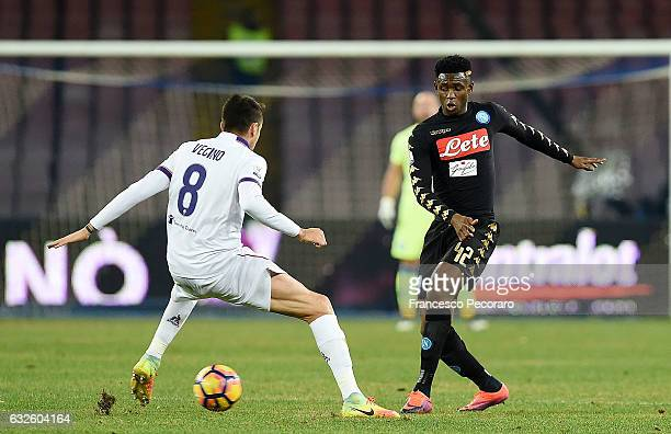 Napolis player Amadou Diawara vies with ACF Fiorentina player Matias Vecino during the TIM Cup match between SSC Napoli and ACF Fiorentina at Stadio...