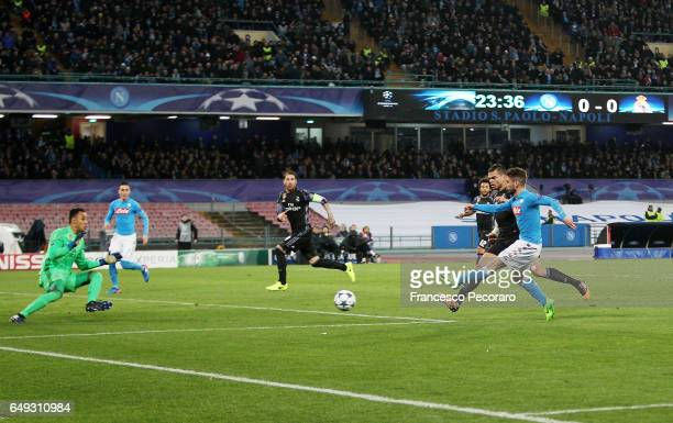 Napolis player Dries Mertens scores the 10 goal during the UEFA Champions League Round of 16 second leg match between SSC Napoli and Real Madrid CF...