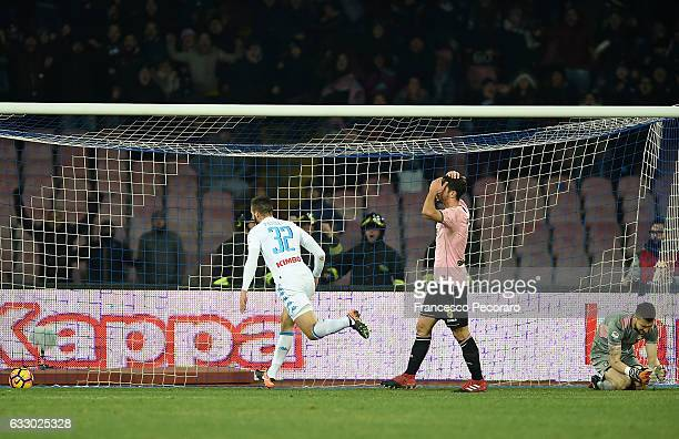 Napolis player Leonardo Pavoletti celebrates after the 11 goal beside the disappointment of Palermo players during the Serie A match between SSC...