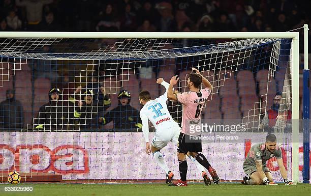 Napolis player Leonardo Pavoletti celebrates after the 11 goal next to Edoardo Goldaniga and Josip Posavec of US Citta di Palermo during the Serie A...