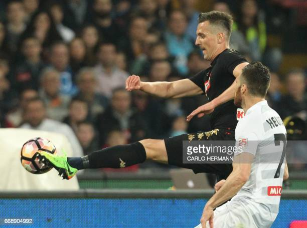 Napoli's Polish forward Arkadiusz Milik controls the ball near Udinese's French forward Cyril Thereau during the Italian Serie A football match SSC...