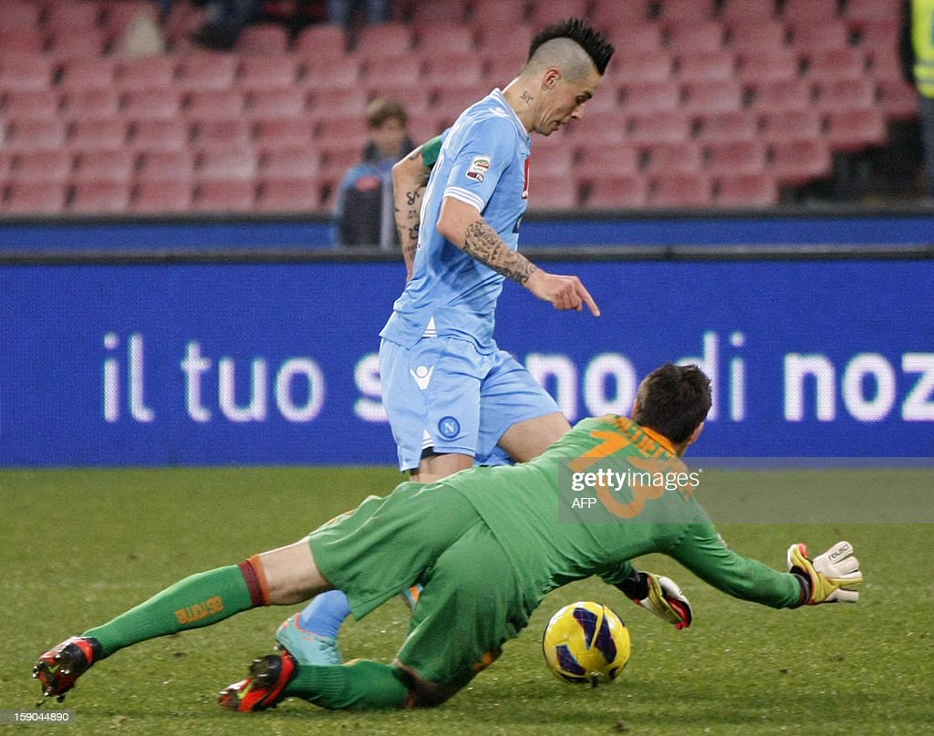 Napoli's Slovak forward Marek Hamsik vies for the ball with Roma's Uruguayan goalkeeper Mauro Goicoechea during the Serie A football match SSC Napoli vs AS Roma in San Paolo Stadium on January 6, 2013, in Naples. HERMANN