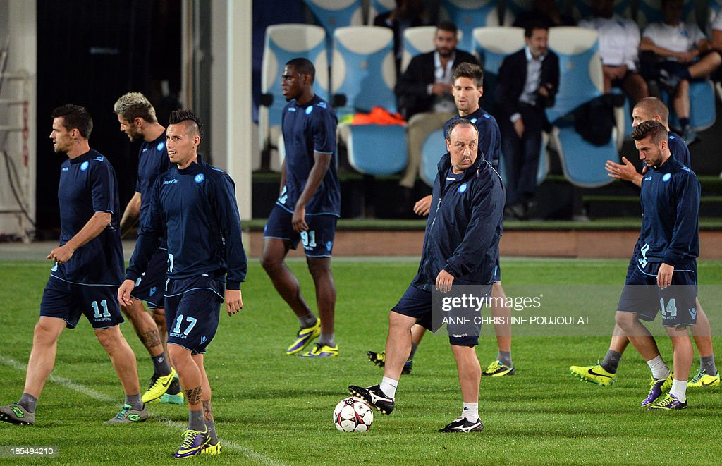 Napoli's Spanish coach Rafael Benitez (2ndR) keeps the ball as he takes part in a training session with Napoli's players on October 21, 2013 at the Velodrome stadium in Marseille, southern France, on the eve of the UEFA Champions League group F football match Marseille vs. Napoli.