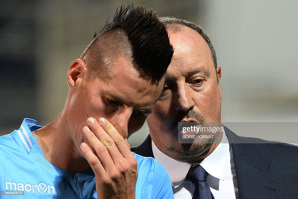 Napoli's Spanish coach Rafael Benitez leaves the ground with Slovak midfielder Marek Hamsik on October 22, 2013 after a UEFA Champion's league Group F football match against Marseille at the Velodrome stadium in the southern French city of Marseille.