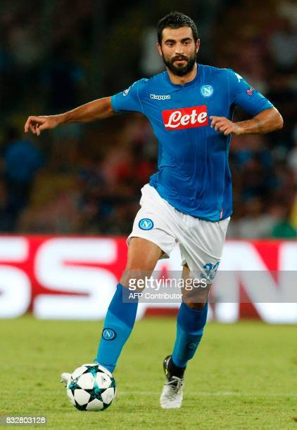 Napoli's Spanish defender Raul Albiol controls the ball during the UEFA Champions League Play Off first leg football match SSC Napoli vs OCG Nice on...