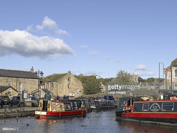 Narrow boats for hire and boat trips on the Leeds and Liverpool canal
