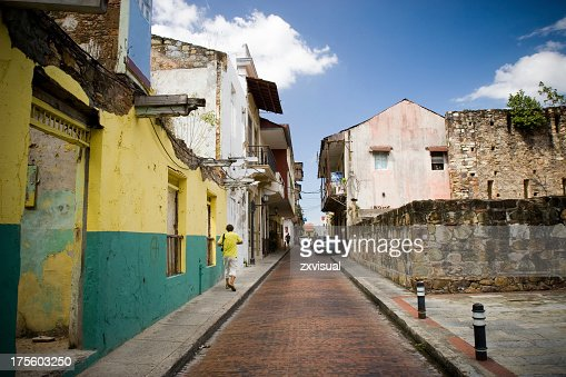 A narrow street in Casco Viejo