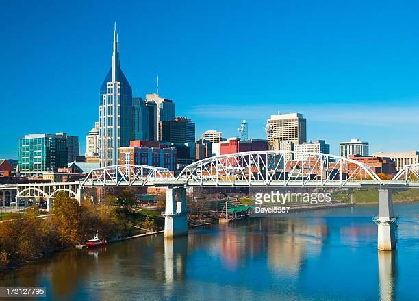 skyline de Nashville, Ponte e Rio