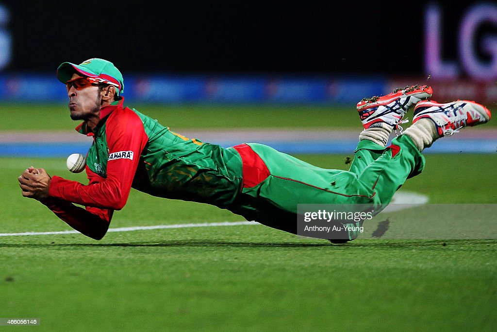 <a gi-track='captionPersonalityLinkClicked' href=/galleries/search?phrase=Nasir+Hossain&family=editorial&specificpeople=4879926 ng-click='$event.stopPropagation()'>Nasir Hossain</a> of Bangladesh dives and drop the catch to dismiss Daniel Vettori of New Zealand during the 2015 ICC Cricket World Cup match between Bangladesh and New Zealand at Seddon Park on March 13, 2015 in Hamilton, New Zealand.