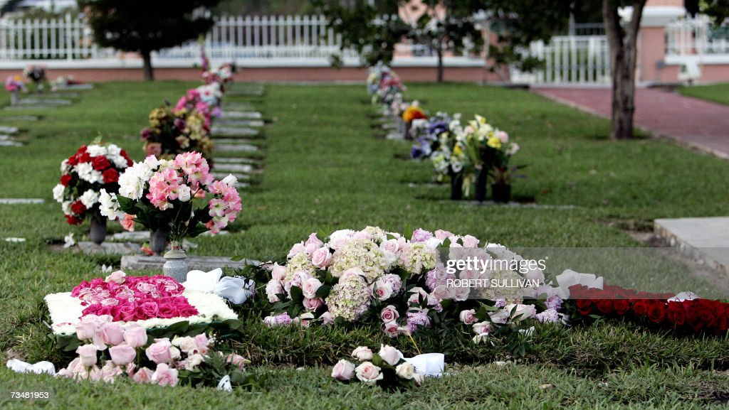 The grave of Anna Nicole Smith - 540.1KB