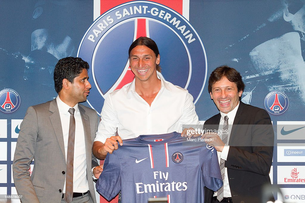 Nasser Al Khelaifi (L) and Leonardo Nascimento de Araújo (R) welcome <a gi-track='captionPersonalityLinkClicked' href=/galleries/search?phrase=Zlatan+Ibrahimovic&family=editorial&specificpeople=206139 ng-click='$event.stopPropagation()'>Zlatan Ibrahimovic</a> (C) during the press conference for Paris Saint Germain at Parc des Princes on July 18, 2012 in Paris, France.