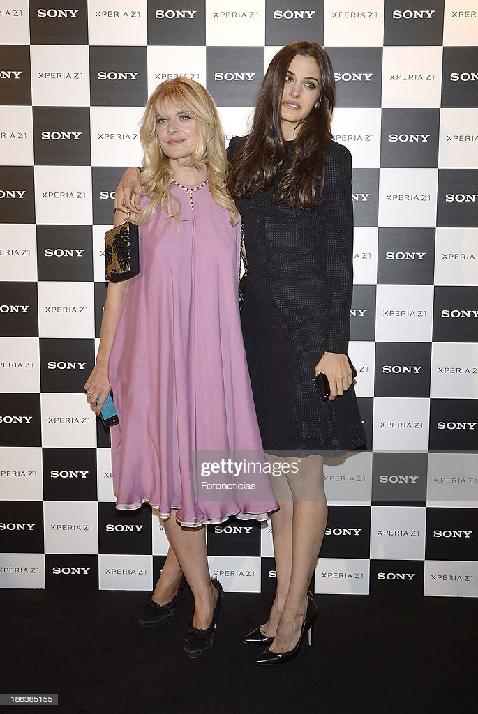 <a gi-track='captionPersonalityLinkClicked' href=/galleries/search?phrase=Nastassja+Kinski&family=editorial&specificpeople=813458 ng-click='$event.stopPropagation()'>Nastassja Kinski</a> and her daughter Sonia Kinski attend Sony Xperia Z1 photography exhibition at the Real Jardin Botanico on October 30, 2013 in Madrid, Spain.