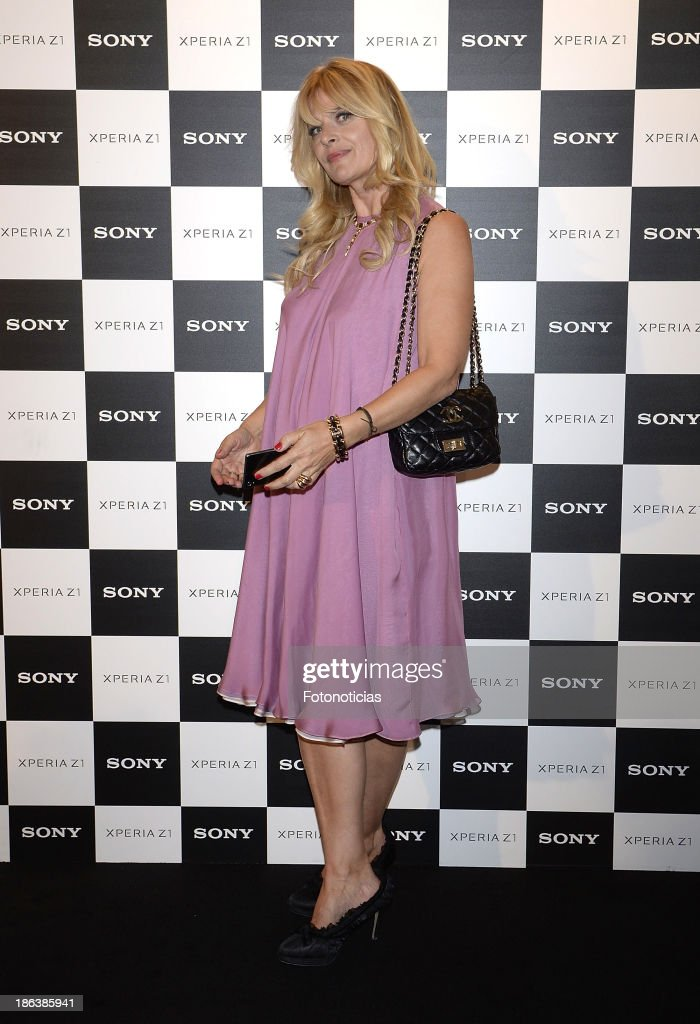 <a gi-track='captionPersonalityLinkClicked' href=/galleries/search?phrase=Nastassja+Kinski&family=editorial&specificpeople=813458 ng-click='$event.stopPropagation()'>Nastassja Kinski</a> attends Sony Xperia Z1 photography exhibition at the Real Jardin Botanico on October 30, 2013 in Madrid, Spain.
