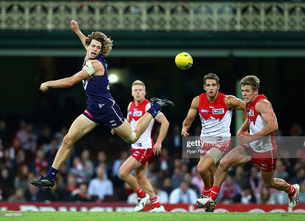 <a gi-track='captionPersonalityLinkClicked' href=/galleries/search?phrase=Nat+Fyfe&family=editorial&specificpeople=10541328 ng-click='$event.stopPropagation()'>Nat Fyfe</a> of the Dockers attacks the ball during the round five AFL match between the Sydney Swans and the Fremantle Dockers at Sydney Cricket Ground on April 19, 2014 in Sydney, Australia.