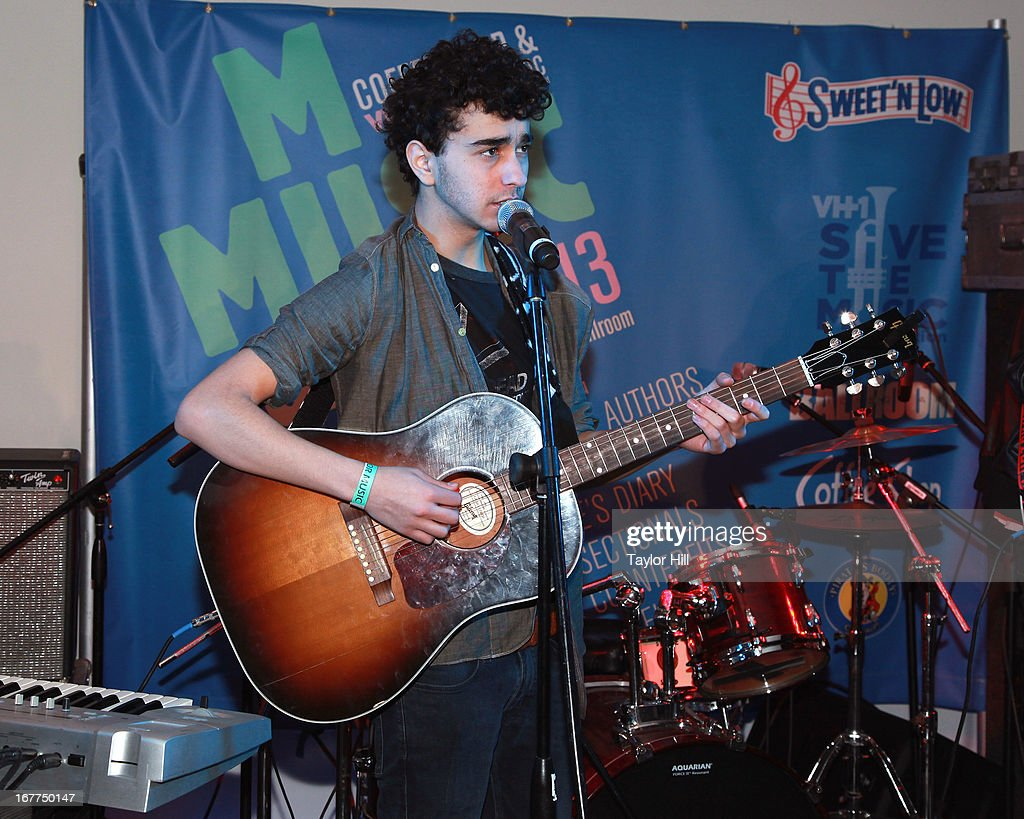 <a gi-track='captionPersonalityLinkClicked' href=/galleries/search?phrase=Nat+Wolff&family=editorial&specificpeople=4183919 ng-click='$event.stopPropagation()'>Nat Wolff</a> performs during the Music for Music showcase benefiting VH1 Save the Music>> at The Union Square Ballroom on April 28, 2013 in New York City.