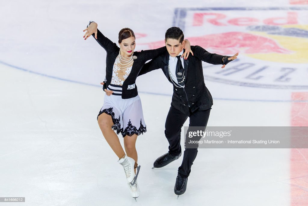 Франция земная - Страница 7 Natacha-lagouge-and-corentin-rahier-of-france-compete-in-the-junior-picture-id841656212