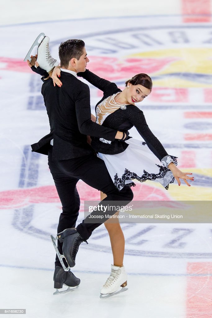 Франция земная - Страница 7 Natacha-lagouge-and-corentin-rahier-of-france-compete-in-the-junior-picture-id841656230