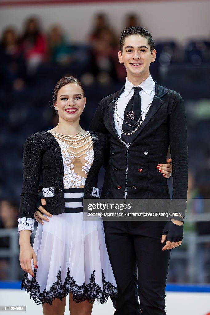 Франция земная - Страница 7 Natacha-lagouge-and-corentin-rahier-of-france-pose-in-the-junior-ice-picture-id841664858