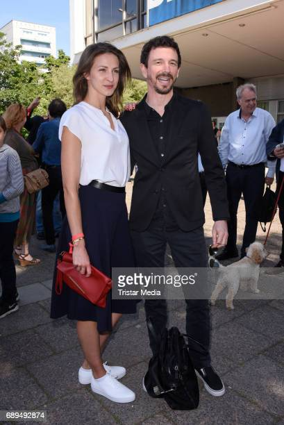 Natalia Belitski and Oliver Berben attend the premiere 'In Zeiten des abnehmenden Lichts' on May 28 2017 in Berlin Germany