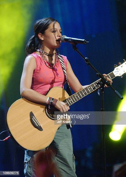 Natalia Lafourcade performs En El 2000/Bien Bien with Pato of Control Machete