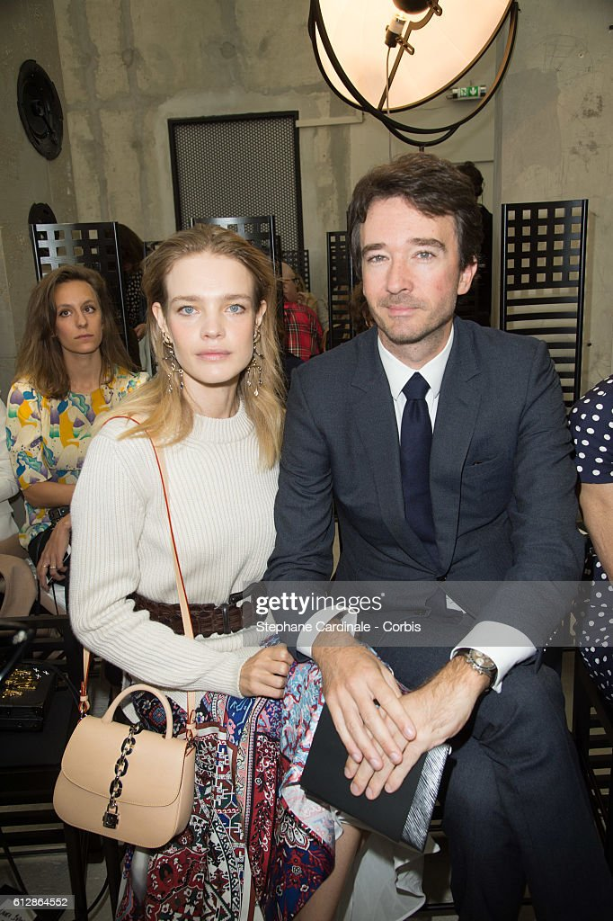 natalia-vodianova-and-antoine-arnault-attend-the-louis-vuitton-show-picture-id612864552