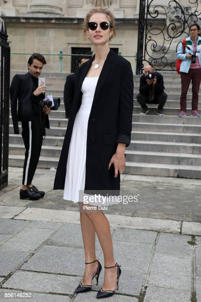 Natalia Vodianova arrives at the Givenchy show as part of the Paris Fashion Week Womenswear Spring/Summer 2018 on October 1 2017 in Paris France
