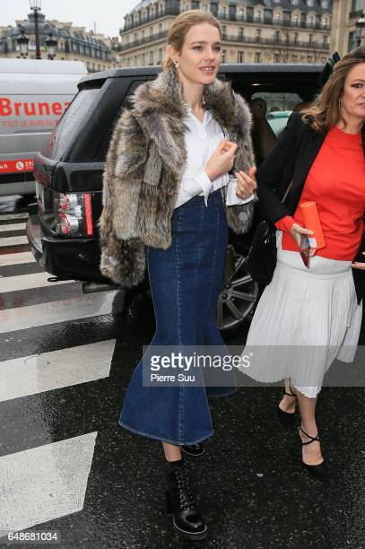 Natalia Vodianova arrives at the Stella McCartney show as part of the Paris Fashion Week Womenswear Fall/Winter 2017/2018 on March 6 2017 in Paris...
