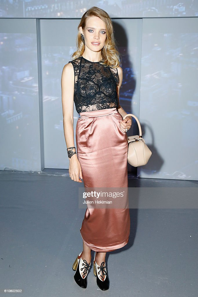 natalia-vodianova-attends-the-etam-show-as-part-of-the-paris-fashion-picture-id610802502