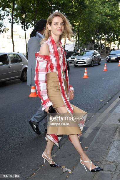 Natalia Vodianova is seen arriving at Berluti fashion show during the Paris Fashion Week Menswear Spring/Summer 2018 on June 23 2017 in Paris France